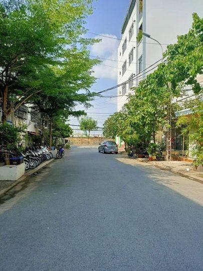 Thanh lí nhanh căn nhà sát mặt tiền đường Nguyễn Tất Thành Quận 4.